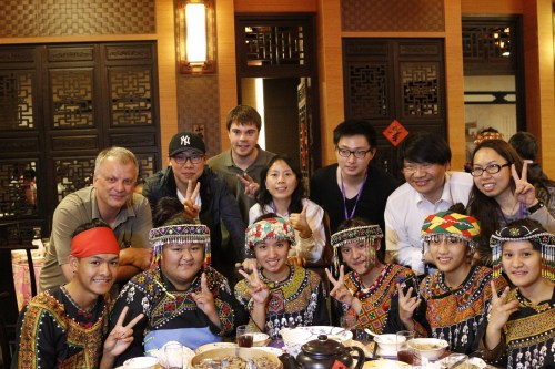 Photo: GLEON and PRAGMA people enjoyed the dinner with Taiwanese traditional performance group.