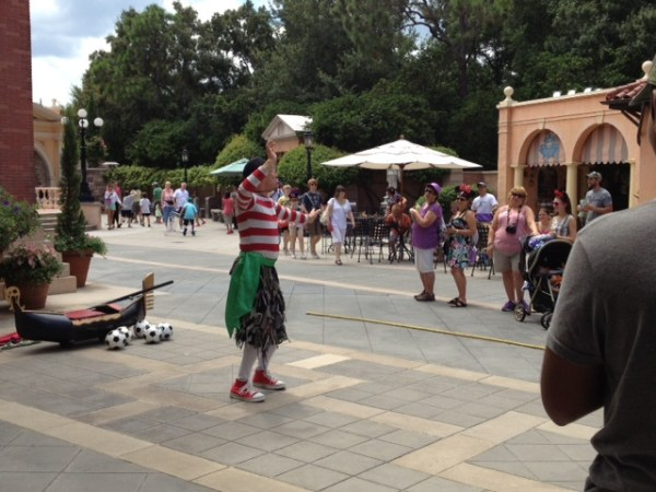 Italy street performer at epcot
