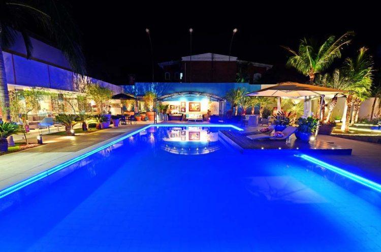 iluminação de piscinas