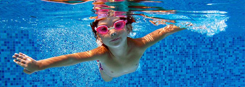 Manutenção e limpeza: conheça o kit de limpeza para piscina