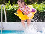 Segurança na piscina para crianças