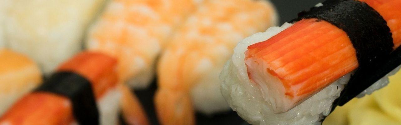 Simte aroma bucătăriei japoneze cu o comandă de sushi în Timișoara