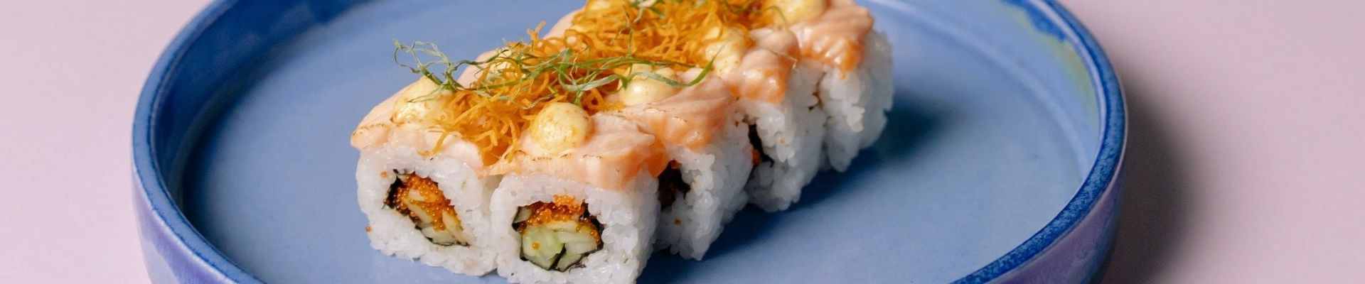 La întâlnirea dintre cultură și gastronomie japoneză: livrare sushi București