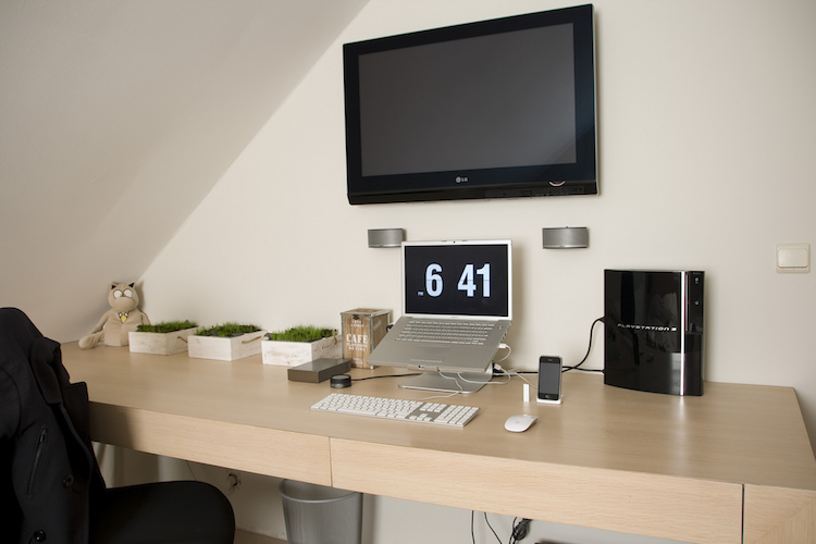 clean-out-your-workspace-to improve your productivity