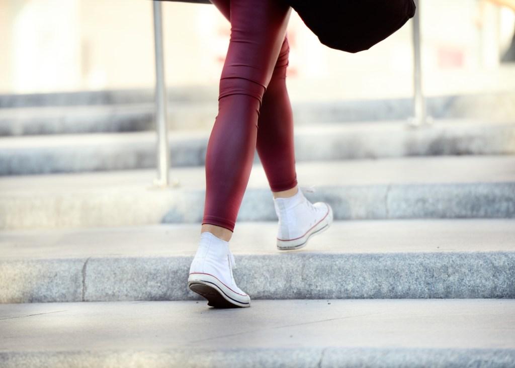 Photo d'une paire de jambes en train de marcher