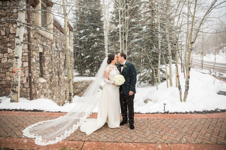 snowy-winter-wedding-ideas-snow-couple-shoot