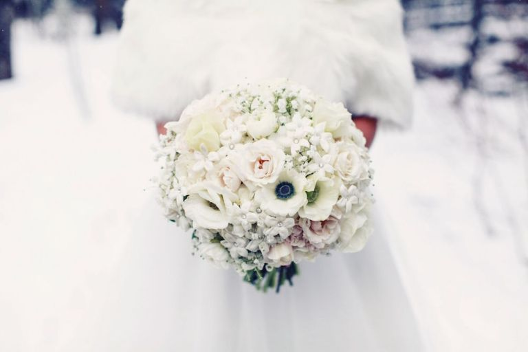 snowy-winter-wedding-ideas-bouquet