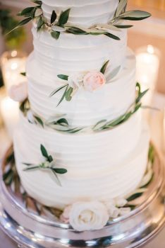 029-Labarte-wedding-Aspen-cake-closeup-greenery-roses