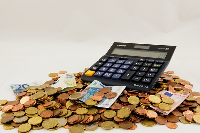 Calculadora con monedas. Consejos para ahorrar