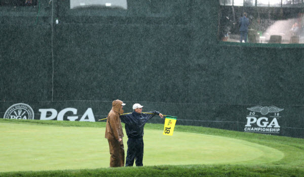 Weather Delays Play at the 2016 PGA Championship, image: nytimes.com