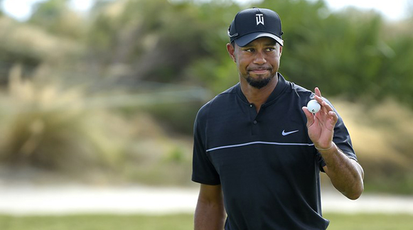 Tiger Woods Plays Bridgestone Golf Balls at 2017 Hero World Challenge, image: golfdigest.com