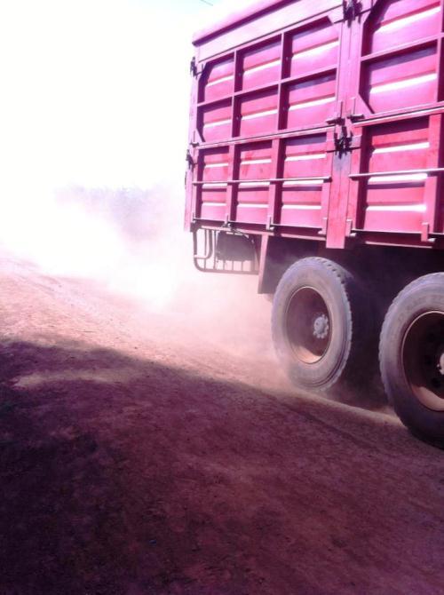 Mye støv fra veiene