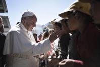 pope-francis-meets-migrants-lesbos2