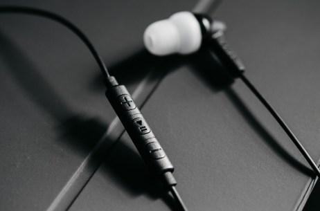 Grado iGe In-Ears with Mic & Remote Dark Shots