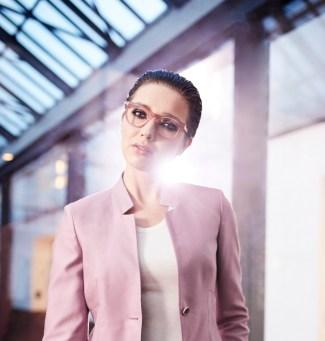 vrouw met transparante bril 2018