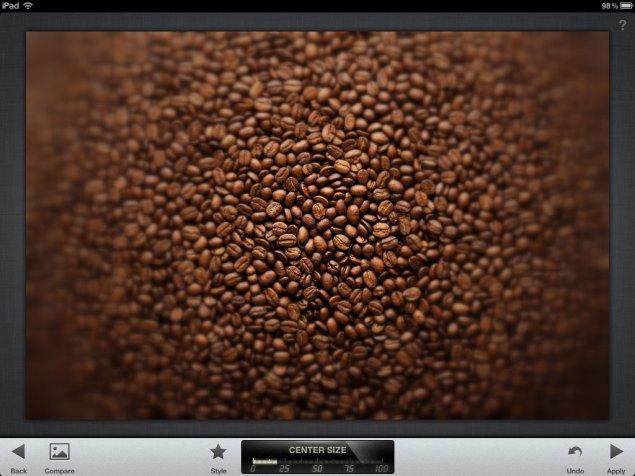 Captura de ecran cu rezultatul filtrului creativ Center Focus din Snapseed pentru iPad