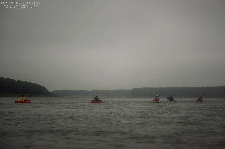 Caiace pe Dunăre în timpul ploii