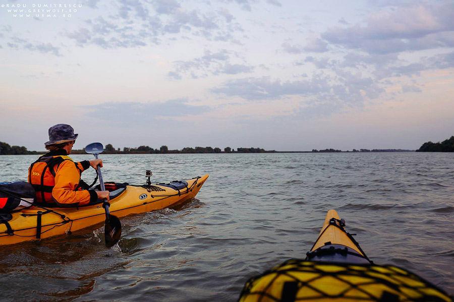 Fotografie de la bordul caiacului la apus pe Dunăre, TID Romania 2013