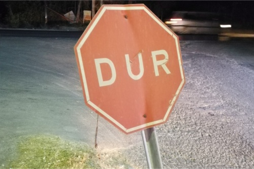 dur road sign