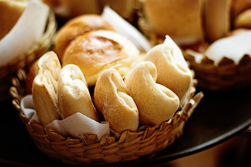 Basket of soft bread rolls at a Texas Roadhouse fundraiser