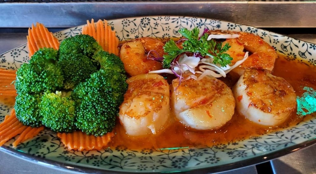 Plate of Jumbo Prawn and Scallops with broccoli at Coconut Thai Cuisine
