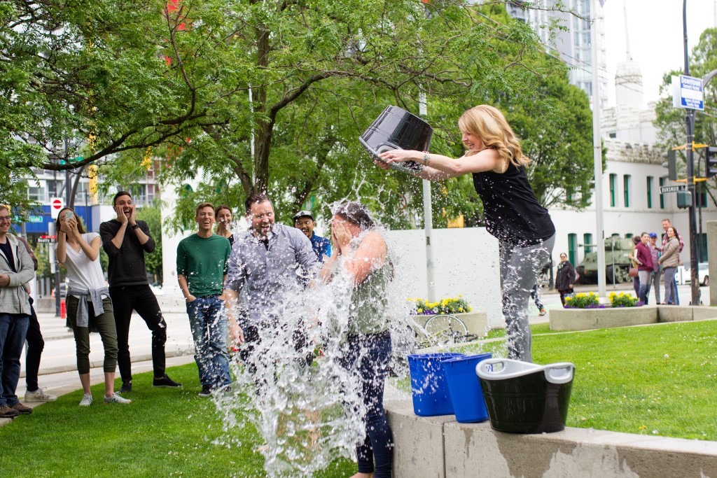 Women participating in the ice bucket challenge