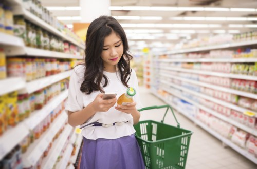 young-asian-woman-grocery-shopping