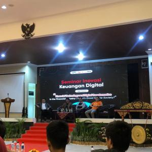 CEO Halofina pada Seminar Keuangan Digital Fintech Talks in Campus - UNDIP