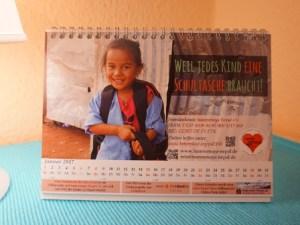 Der Kalender 2017 widmet sich unserem Schultaschen-Projekt.