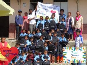Project Volunteer Nepal leitete unser 8. Schultaschen-Projekt.