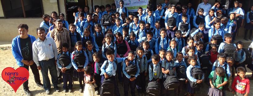 Über 2.500 Schultaschen haben wir seit 2016 an Kinder in Nepal verteilt!