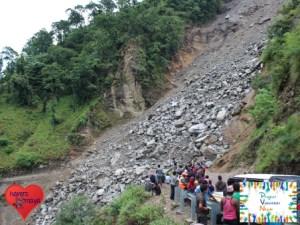 Ein Erdrutsch auf dem Weg nach Surkhet.