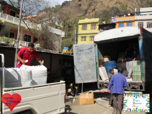 In Beni verteilten wir die Sachspenden um.