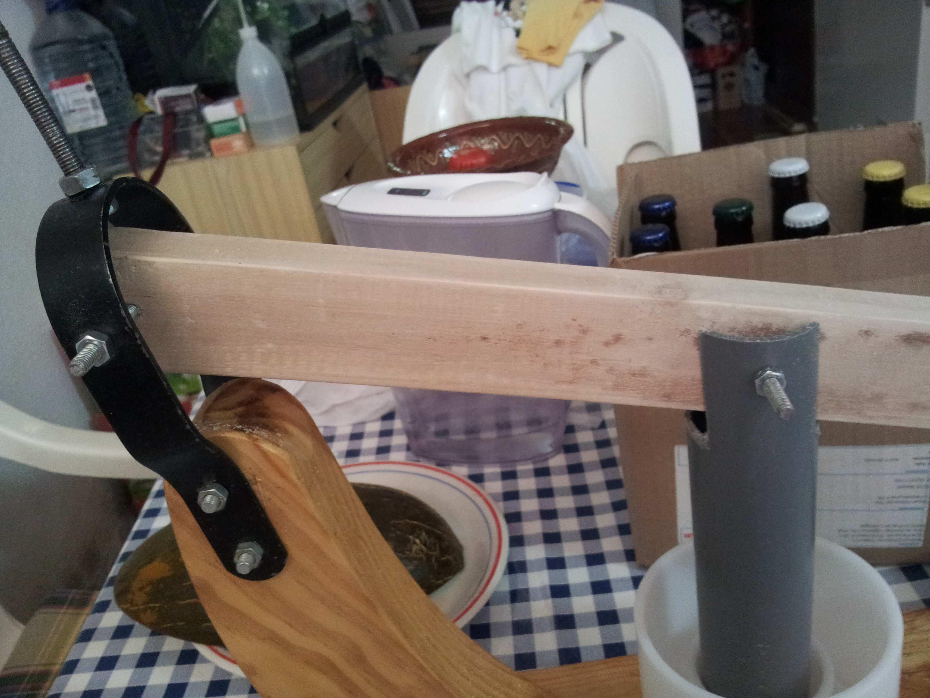 Prensa de palanca para queso casero utilizando un jamonero for Mecanismos de estores caseros