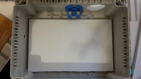 Lámina de PVC que soportará el arduino y los SSR