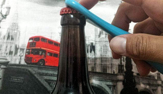 Abriendo Botella de Cerveza