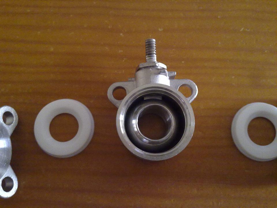 Válvula de bola de 3 piezas con el cuerpo central descubierto - Foto: David Torres Fábregas