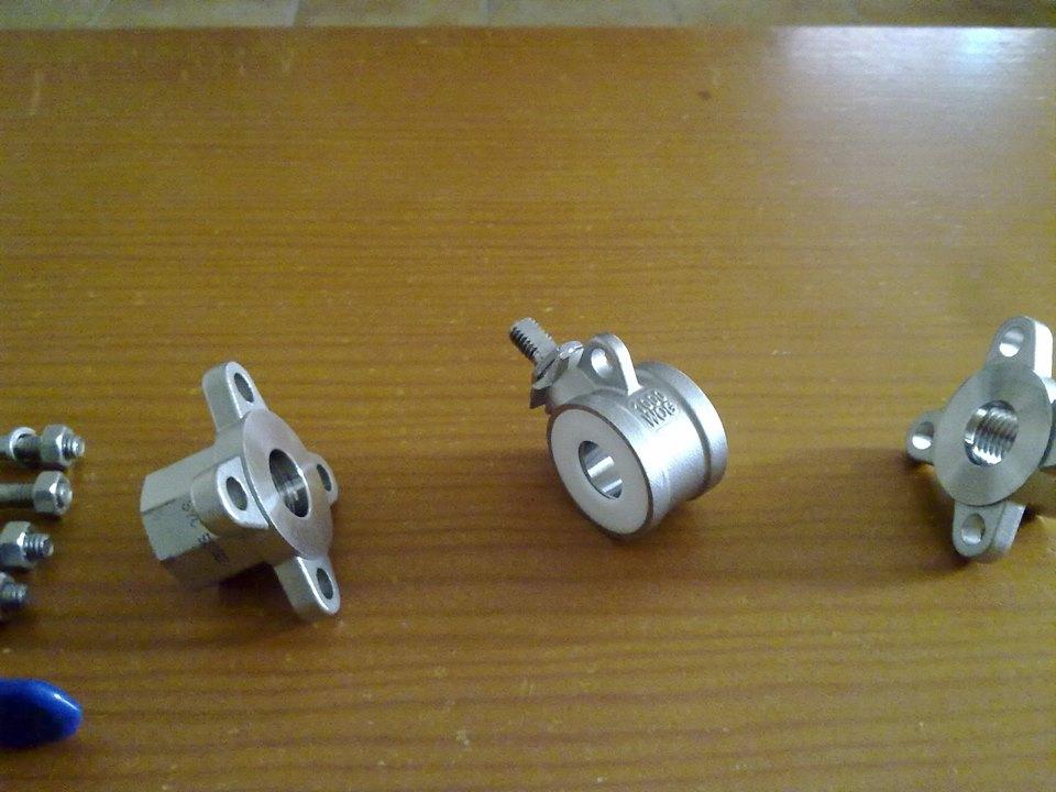 Válvula de 3 piezas con las tres partes separadas - Foto: David Torres Fábregas