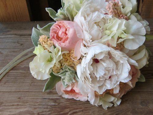 joli bouquet de mari e romantique roses anciennes happy chantilly. Black Bedroom Furniture Sets. Home Design Ideas