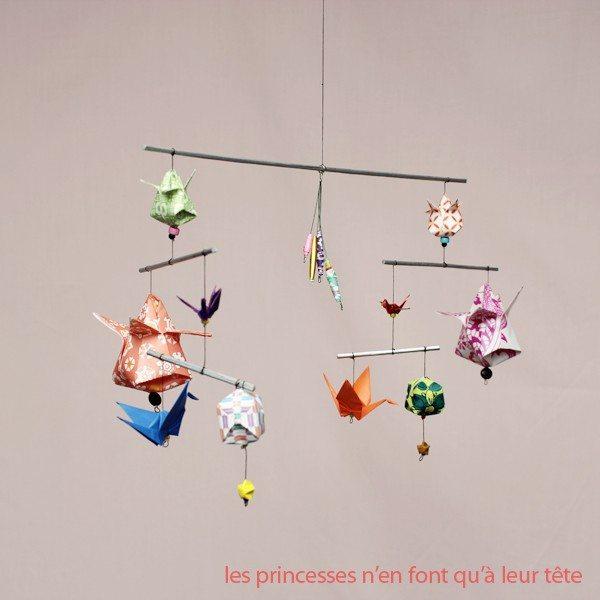 d coration b b un joli mobile en origami happy chantilly. Black Bedroom Furniture Sets. Home Design Ideas