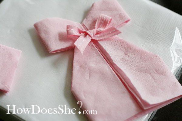 diy décoration: pliage de serviette robe pour babyshower, baptème
