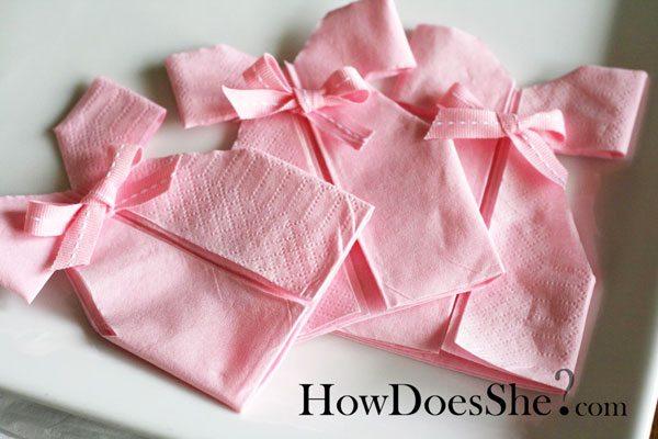 diy d coration pliage de serviette robe pour babyshower bapt me ou anniversaire. Black Bedroom Furniture Sets. Home Design Ideas