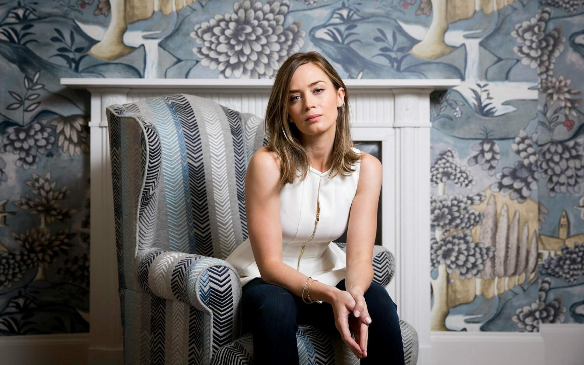 Oblivion Wallpaper Hd 20 Gorgeous Hd Emily Blunt Wallpapers
