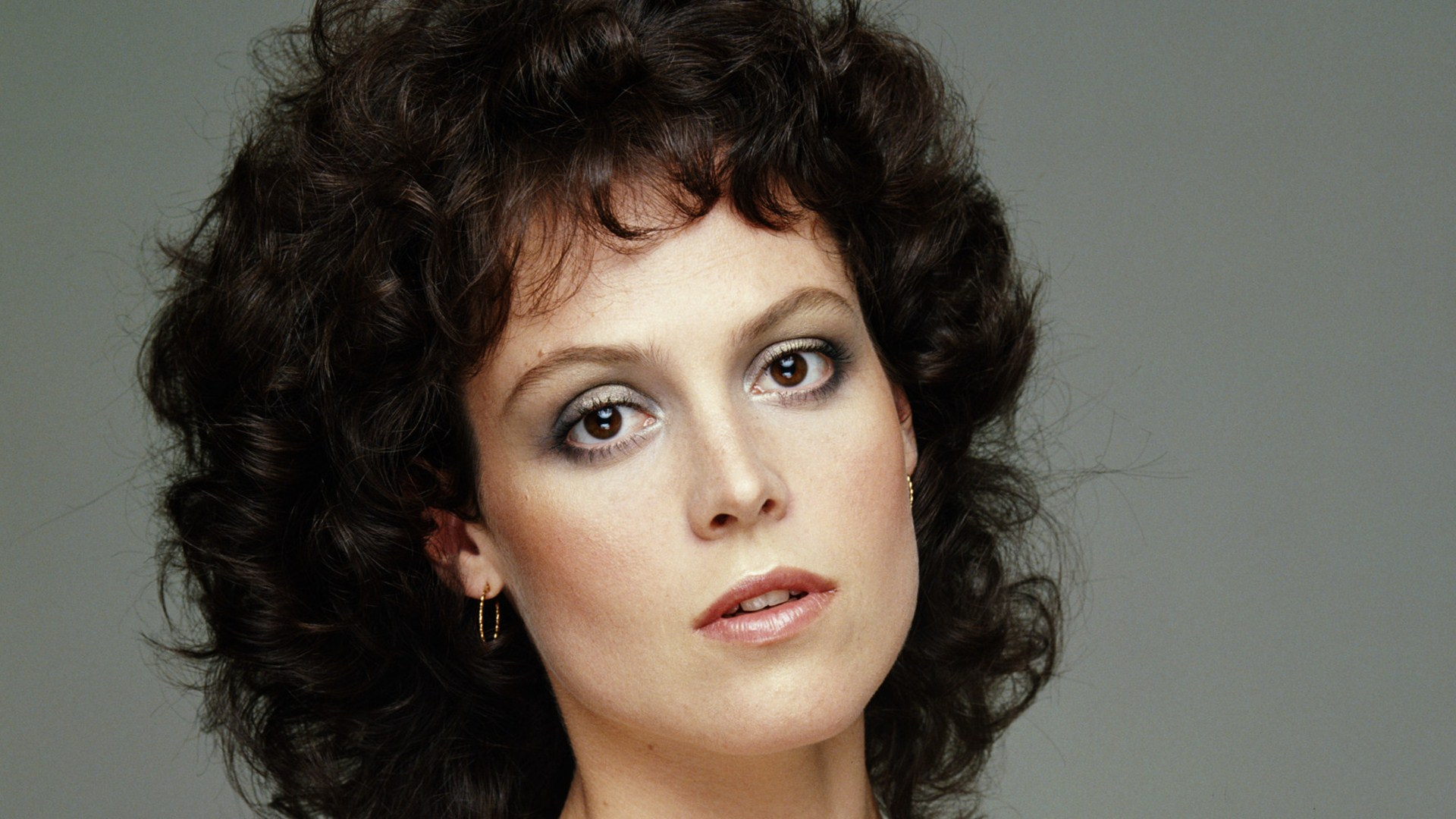 7 HD Sigourney Weaver Wallpapers