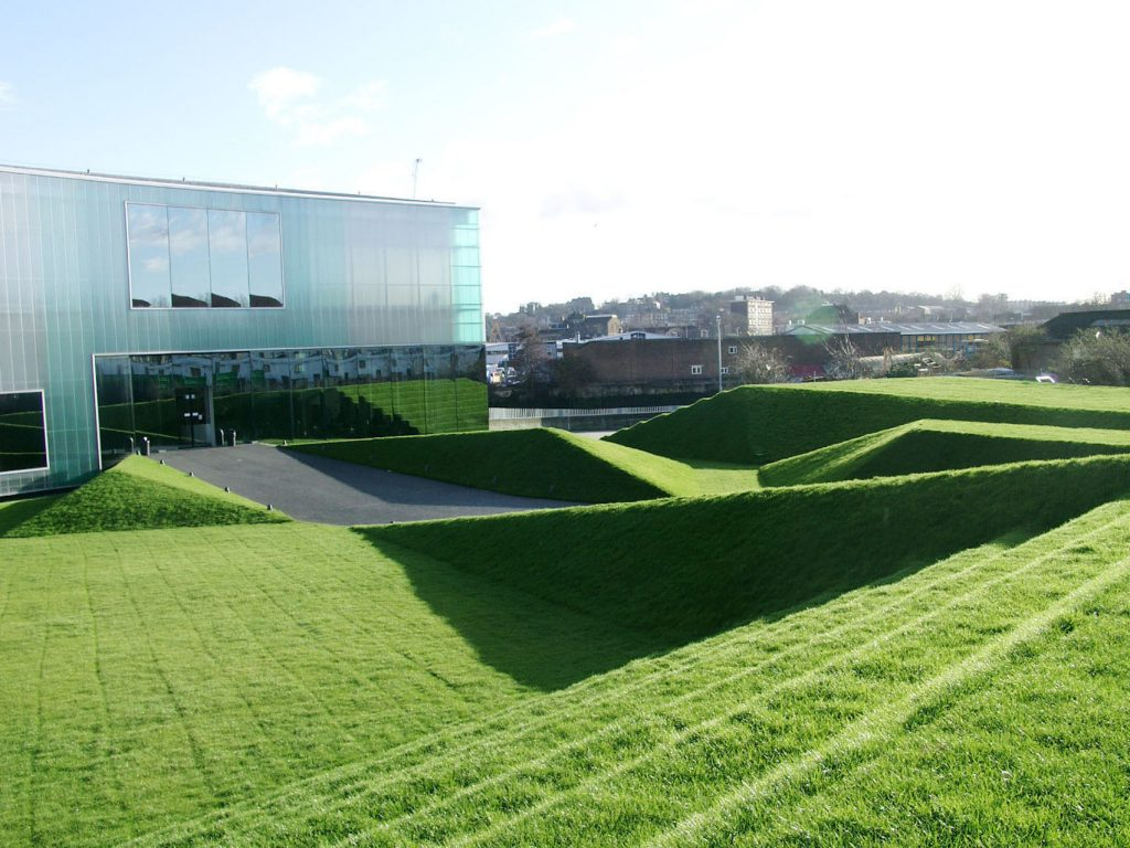 A structured contemporary garden in the Laban buildings