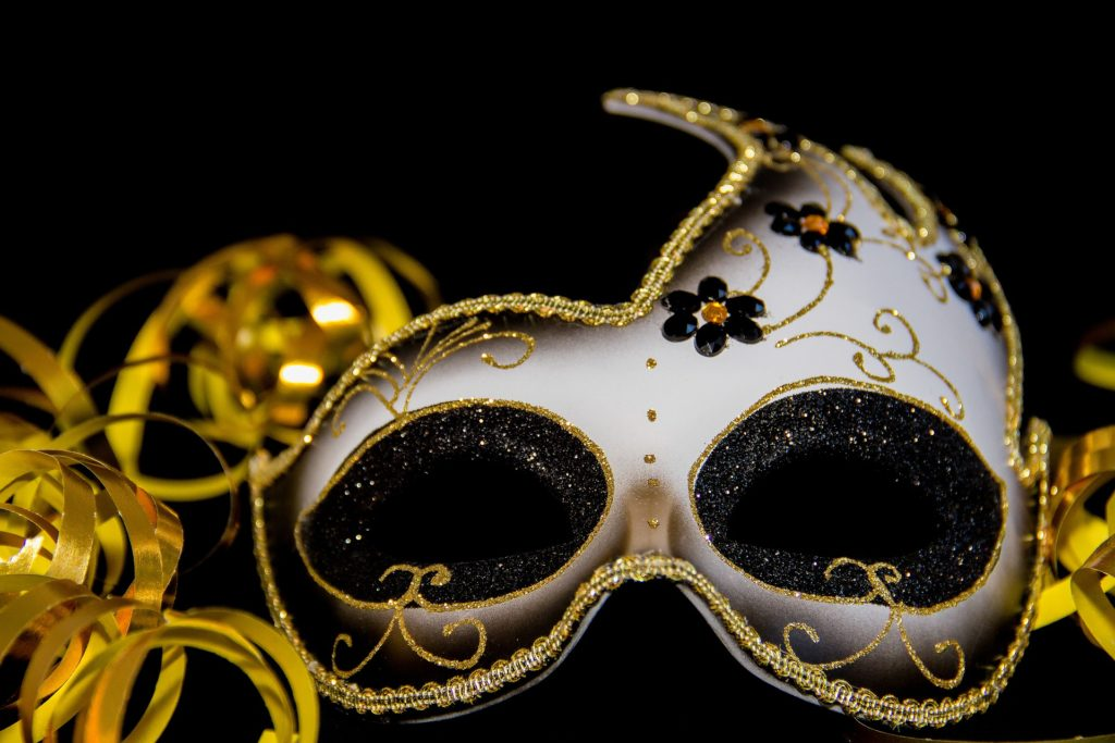 A masquerade ball mask