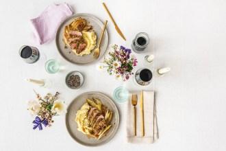 Een tafel vol liefde: tips voor een romantisch diner aan huis