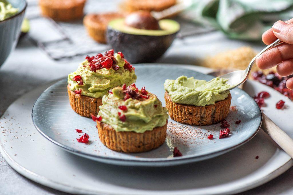 Unsere Geburtstags-Cupcakes: Auftragen Avocado Topping