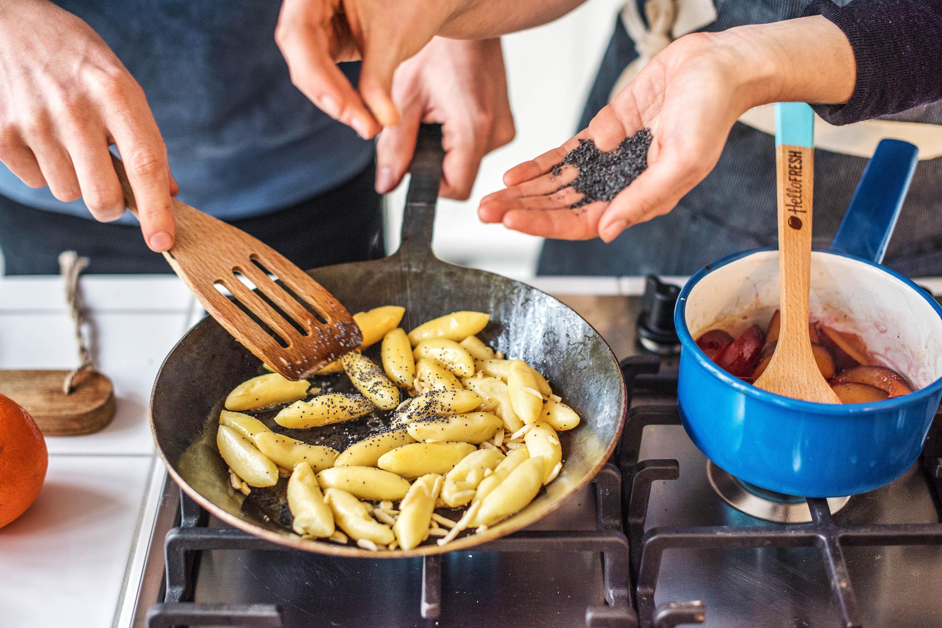 Gemeinsam kochen am valentinstag hellofresh blog - Keramiktopfe zum kochen ...