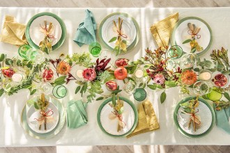 how to decorate your Christmas table